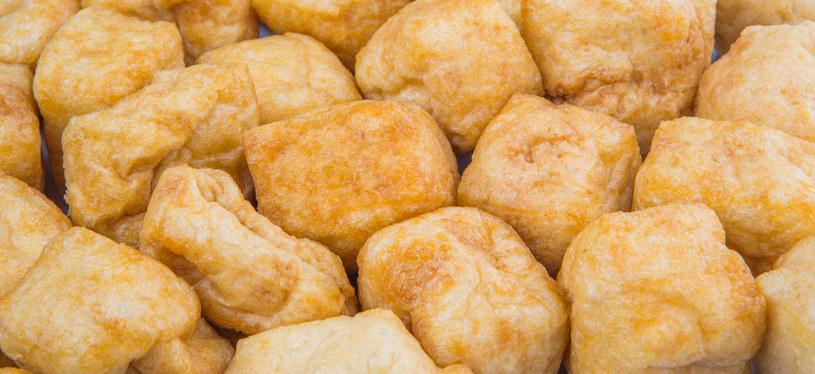 Tofu obfituje w izoflawony. Redukują ryzyko chorób serca i nowotworów /123RF/PICSEL