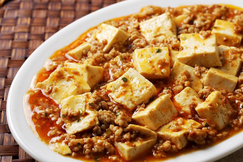 Tofu z powodzeniem może zastąpić mięso /123RF/PICSEL