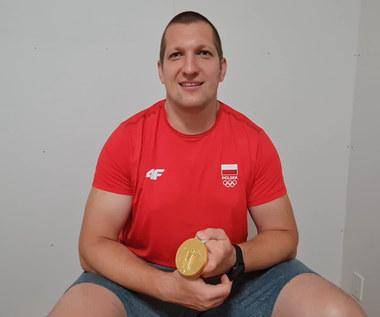 Tokio 2020. Wojciech Nowicki po zdobyciu złotego medalu olimpijskiego. Wideo