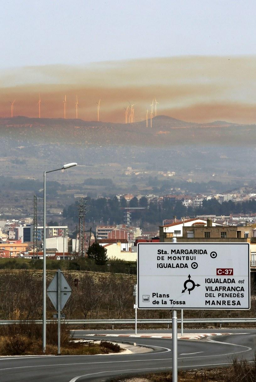 Toksyczna chmura po wybuchu w zakładach chemicznych /PAP/EPA