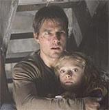 """Tom Cruise i Dakota Fanning w filmie """"Wojna światów"""" /INTERIA.PL"""