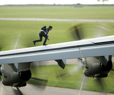 "Tom Cruise w scenie z filmu ""Mission: Impossible - Rogue Nation"""