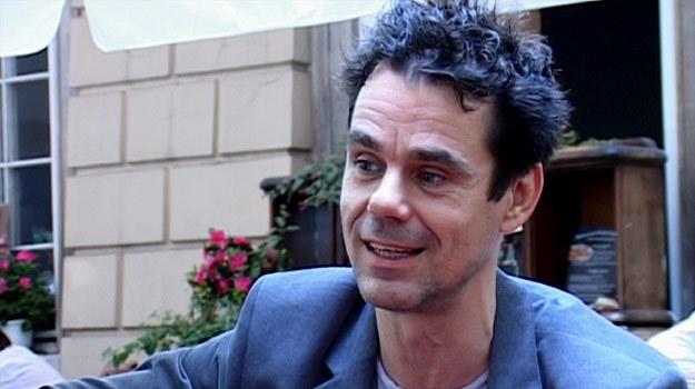 """Tom Tykwer jest nie tylko reżyserem """"Pachnidła"""", lecz również współautorem muzyki do filmu. /INTERIA.PL"""