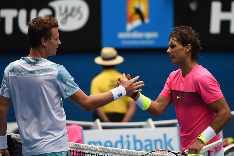 Tomas Berdych i Rafael Nadal dziękują sobie po meczu /AFP