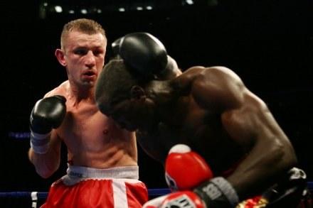 Tomasz Adamek może nie doczekać się walki z Bernardem Hopkinsem. /AFP