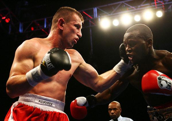 Tomasz Adamek w walce ze Steve'em Cunninghamem /AFP