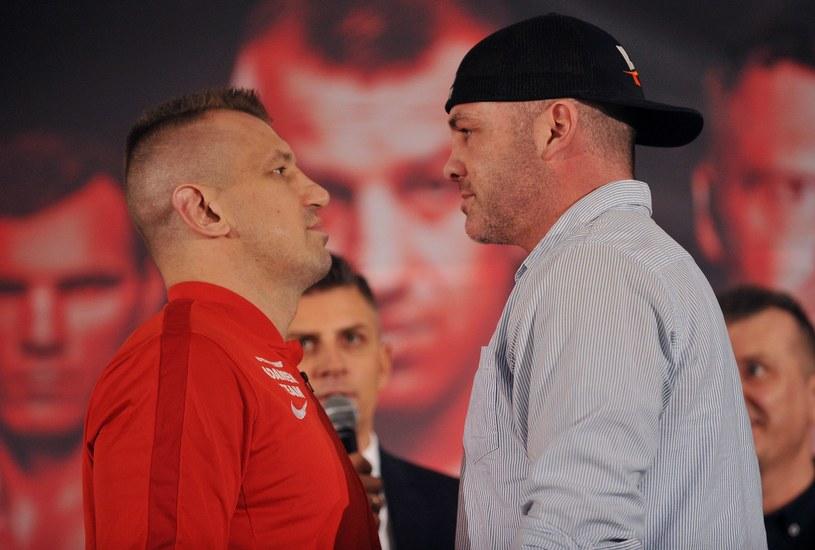 Tomasz Adamek (z lewej) i Joey Abell spojrzeli sobie głęboko w oczy /Rafał Rusek /Newspix