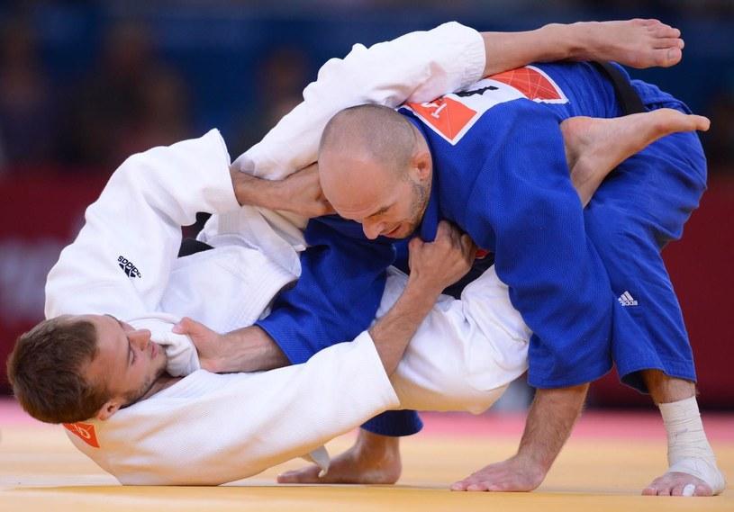 Tomasz Adamiec (niebieskie kimono) /AFP