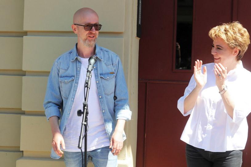 Tomasz Bagiński (L) i prezydent miasta Hanna Zdanowska (P) podczas uroczystości odsłonięcia gwiazdy w Łódzkiej Alei Gwiazd /Roman Zawistowski /PAP