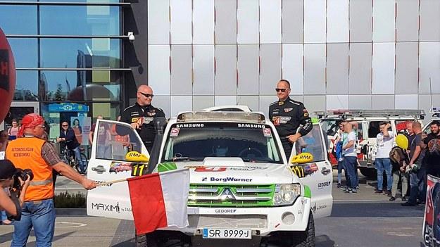 Tomasz Dołhan i Krzysztof Biegun z RMF 4RACING Team w czasie ceremonii startu Baja Carpathia /RMF 4Racing Team /Materiały prasowe