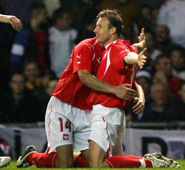 Tomasz Frankowski cieszy się z trafienia na Old Trafford w Manchesterze /AFP
