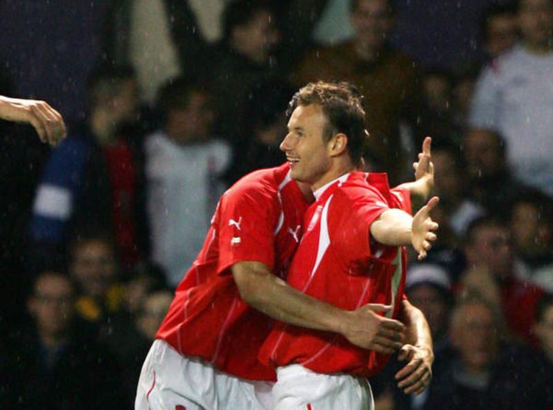 Tomasz Frankowski po strzeleniu gola Anglii w 2005 roku w Manchesterze /AFP