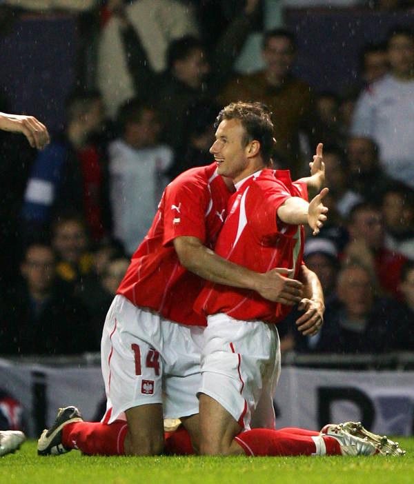 Tomasz Frankowski po strzeleniu gola Anglikom (1-2) na Old Trafford, w eliminacjach MŚ. /AFP