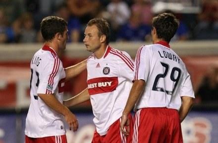 Tomasz Frankowski (w środku) nie grał zbyt dużo w Chicago Fire /AFP