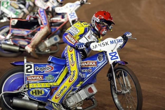 Tomasz Gollob będzie musiał mieć przygotowane dwa motocykle z różnymi tłumikami na nadchodzący sezon /AFP