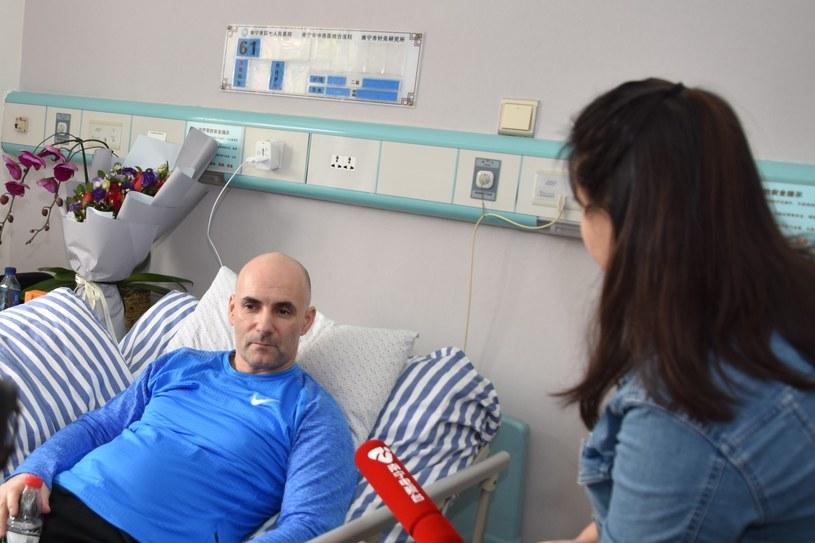 Tomasz Gollob (L) podczas leczenia w klinice w Nanning /PAP