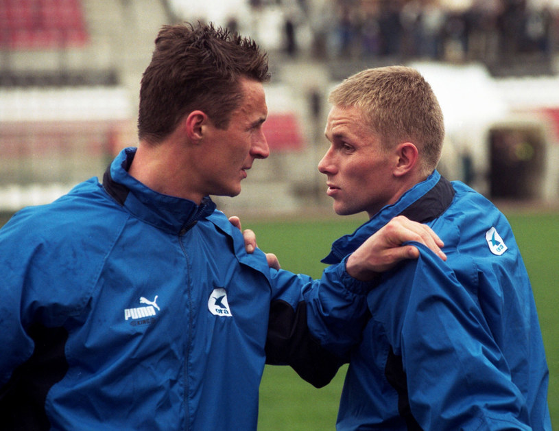 Tomasz Hajto (z lewej) i Tomasz Wałdoch z czasów gry w Schalke 04 Gelsenkirchen /REPORTER /East News