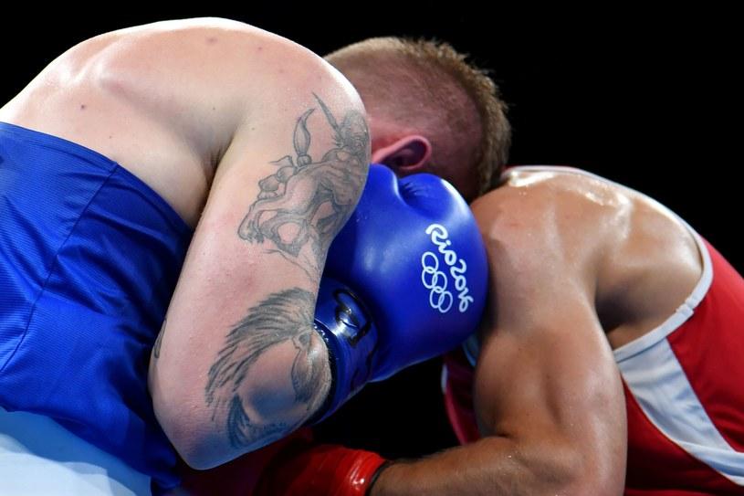 Tomasz Jabłoński podczas walki z Danielem Jasonem Lewisem /AFP