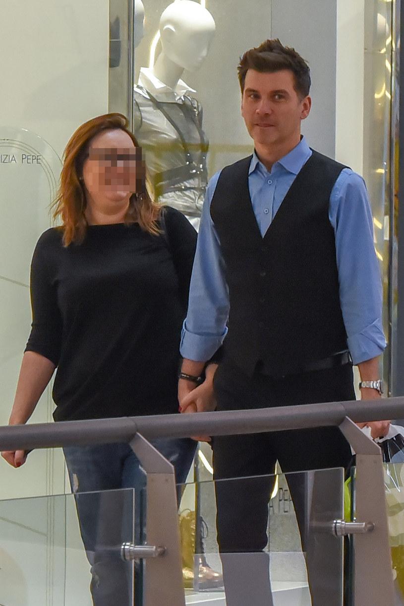 Tomasz Kammel z partnerką /Newspix