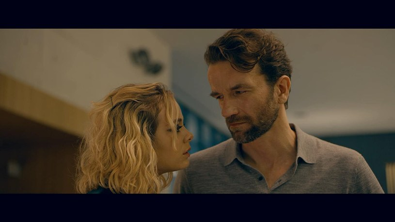 """Tomasz Kot i Athena Strates w filmie """"Wróg doskonały"""" (2020) /materiały prasowe"""