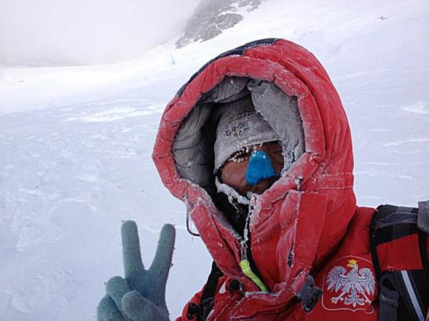 Tomasz Kowalski podczas ostatniej wyprawy na Broad Peak. Fot. Artur Małek /AFP