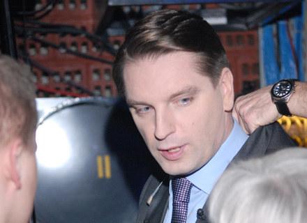 Tomasz Lis przyznał w jednym z wywiadów, że czasem ma ochotę uderzyć polujących na niego paparazzich /MWMedia