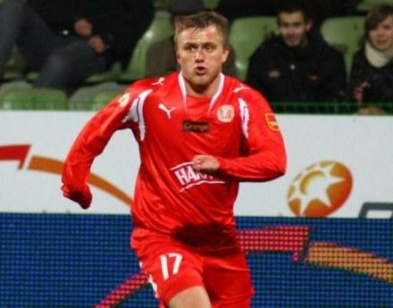 Tomasz Lisowski popisał się efektownym strzałem z rzutu wolnego, fot. Kamil Jóźwiak /Agencja Przegląd Sportowy