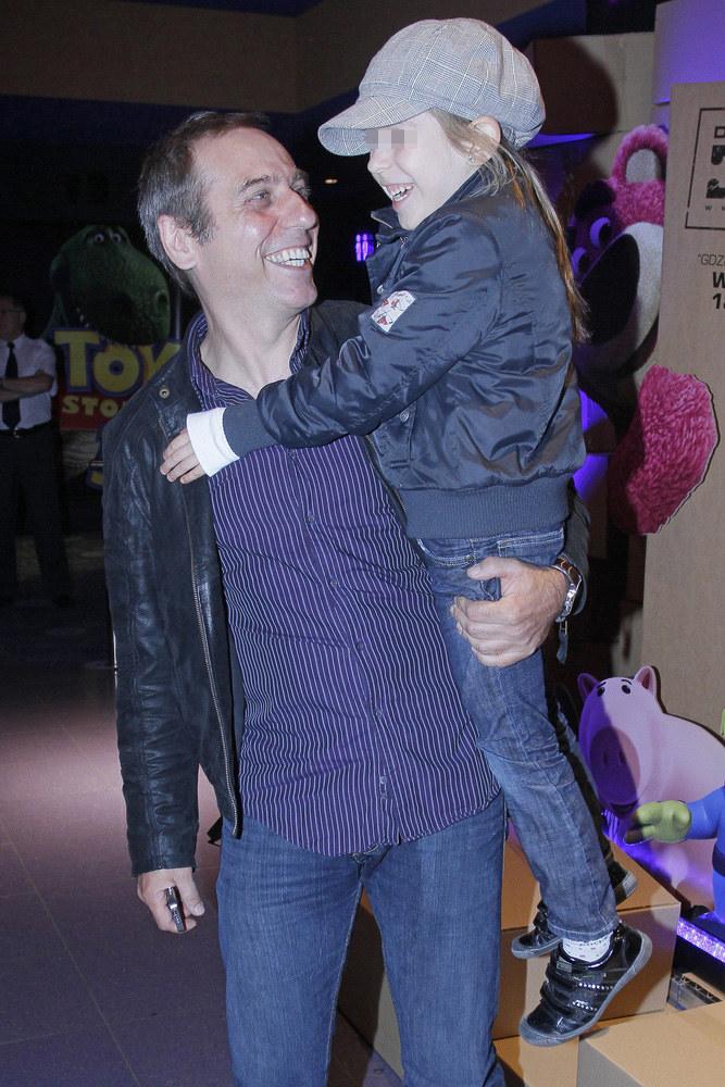 Tomasz Sapryk z najmłodszą córką Zosią /Baranowski /AKPA