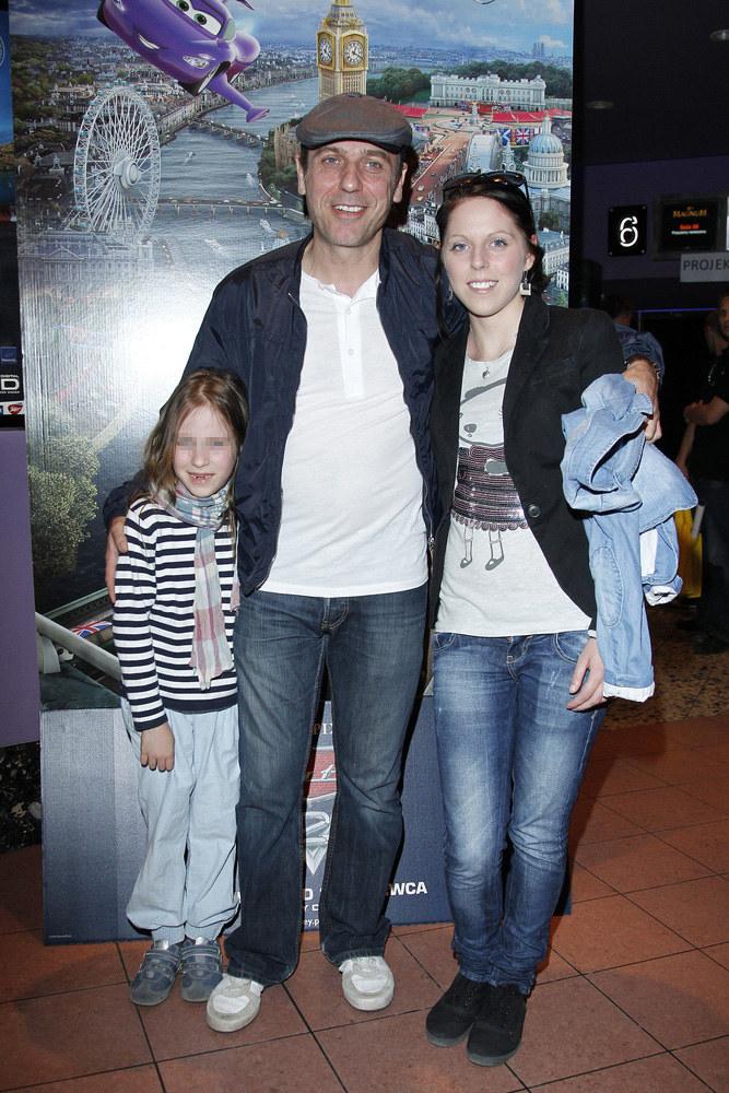 Tomasz Sapryk z żoną i córką /Engelbrecht /AKPA