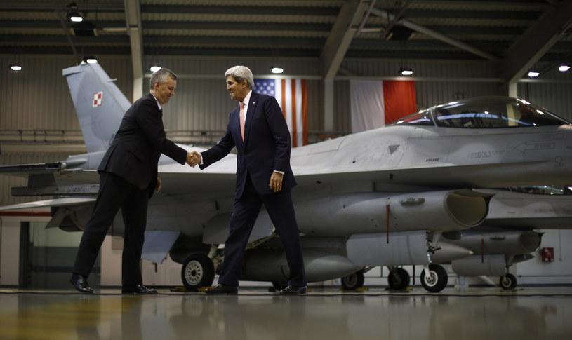 Tomasz Siemoniak i John Kerry /AFP