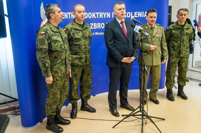 Tomasz Siemoniak podczas spotkania z wojskowymi w Bydgoszczy /Tytus Żmijewski /PAP