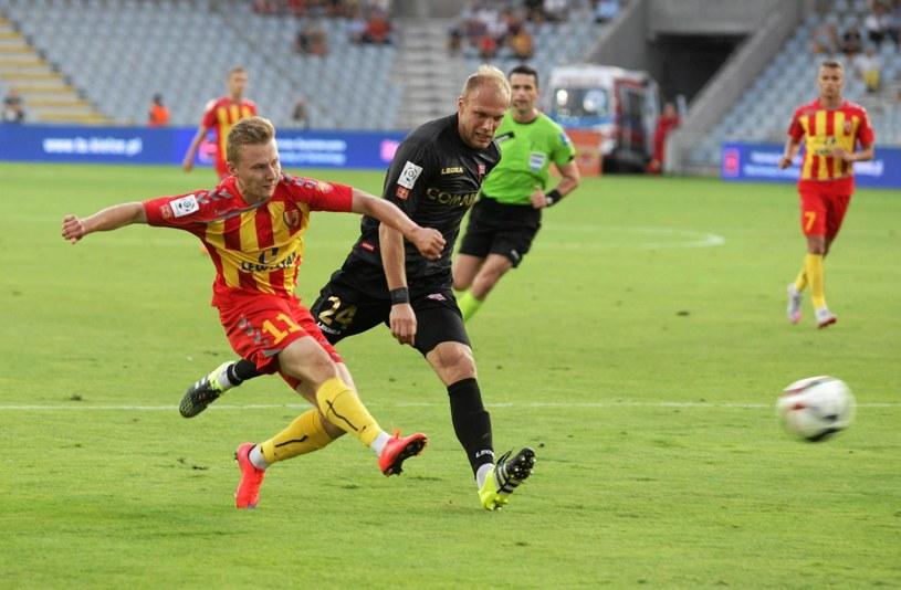 Tomasz Zając (z lewej) w barwach Korony Kielce w meczu przeciwko Cracovii /Paweł Małecki /Agencja Gazeta