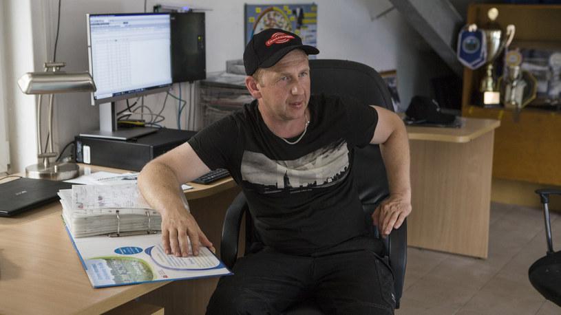 Tomek doznał kontuzji, przez co nie może dźwigać ciężkich przedmiotów /FOKUS TV