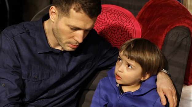 Tomek nie może dopuścić do wyjazdu synka z Polski. /www.mjakmilosc.tvp.pl/