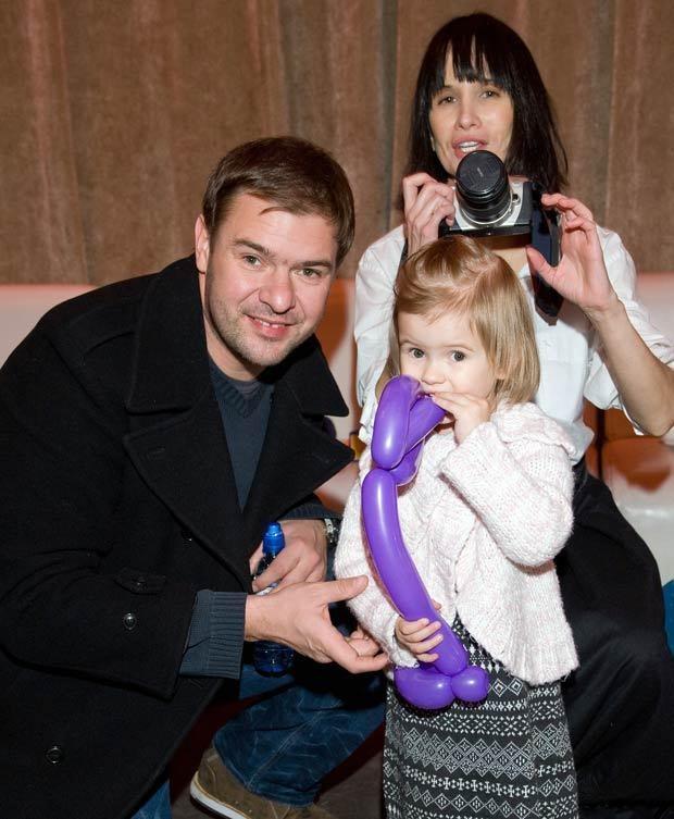 Tomek z Violą i córką Lenką, fot. Jarosław Antoniak  /MWMedia