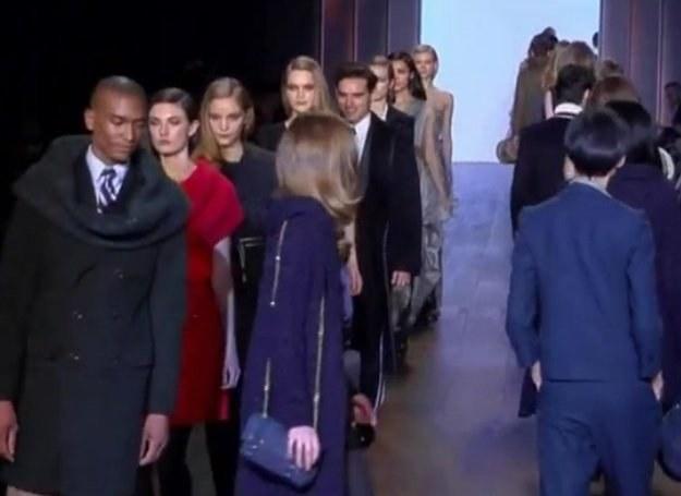Tommy Hilfiger pokazał, że równie dobrze czuje się w projektowaniu klasycznych ubrań. /INTERIA.PL