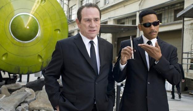 """Tommy Lee Jones i Will Smith w filmie """"Faceci w czerni 3"""" /materiały prasowe"""