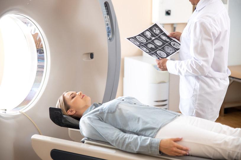 Tomografia pomaga szybciej zdiagnozować pacjenta /123RF/PICSEL