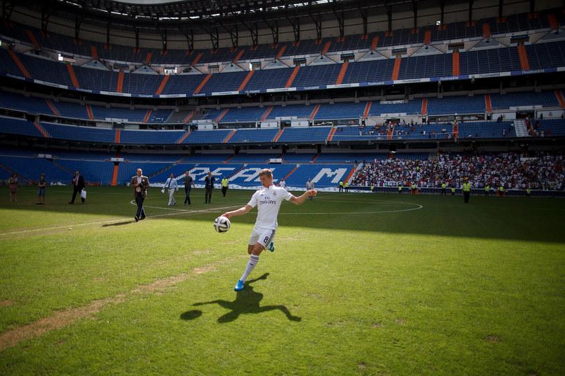 Toni Kroos podczas prezentacji na Santiago Bernabeu w Madrycie /Getty Images