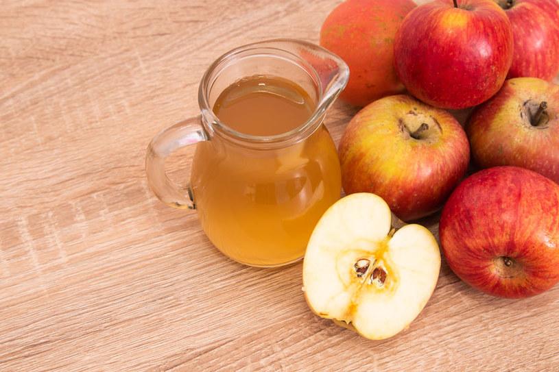 Tonik z octu jabłkowego zniweluje wypryski /123RF/PICSEL