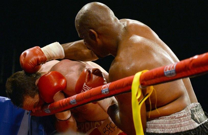 Tony Thompson (z prawej) po raz drugi pokonał Davida Price'a /AFP
