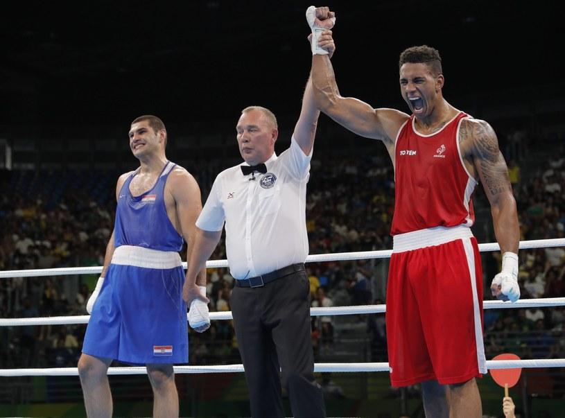 Tony Yoka (z prawej) /AFP