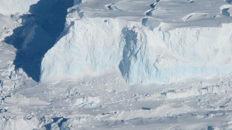 Topnienie Antarktydy może w przyszłości wyhamować /NASA