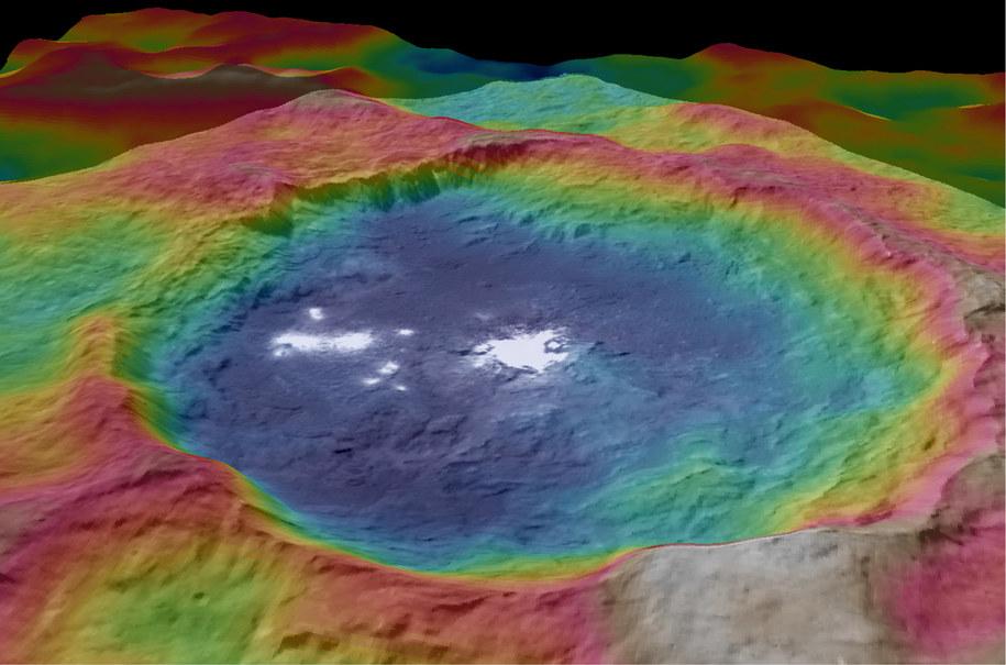 Topograficzny obraz krateru Occator na Ceres /NASA/JPL-Caltech/UCLA/MPS/DLR/IDA /materiały prasowe