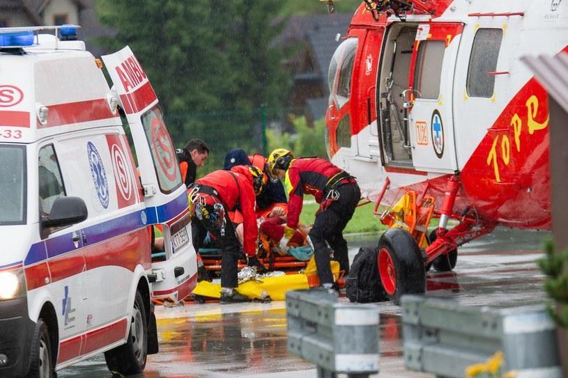 TOPR w czasie akcji ratunkowej w Tatrach. Ranni zostali przetransportowani do szpitali w Zakopanem, Nowym Targu, Limanowej, Suchej Beskidzkiej i Krakowie /East News