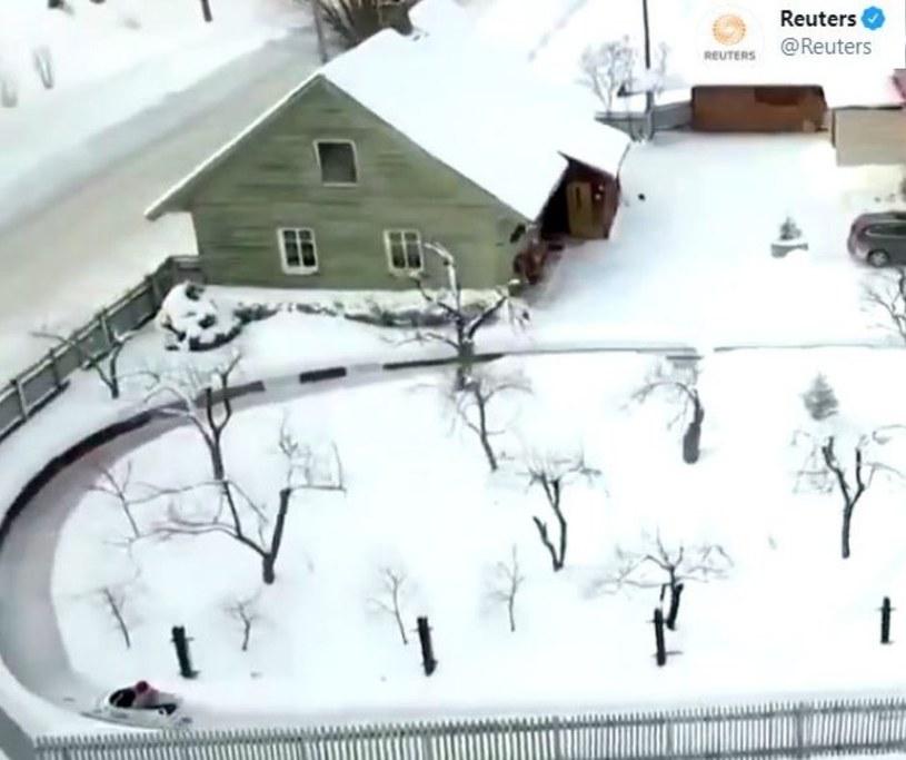 Tor bobslejowy wybudowany przez Łotysza w jego własnym ogrodzie/ Źródło: Twitter /