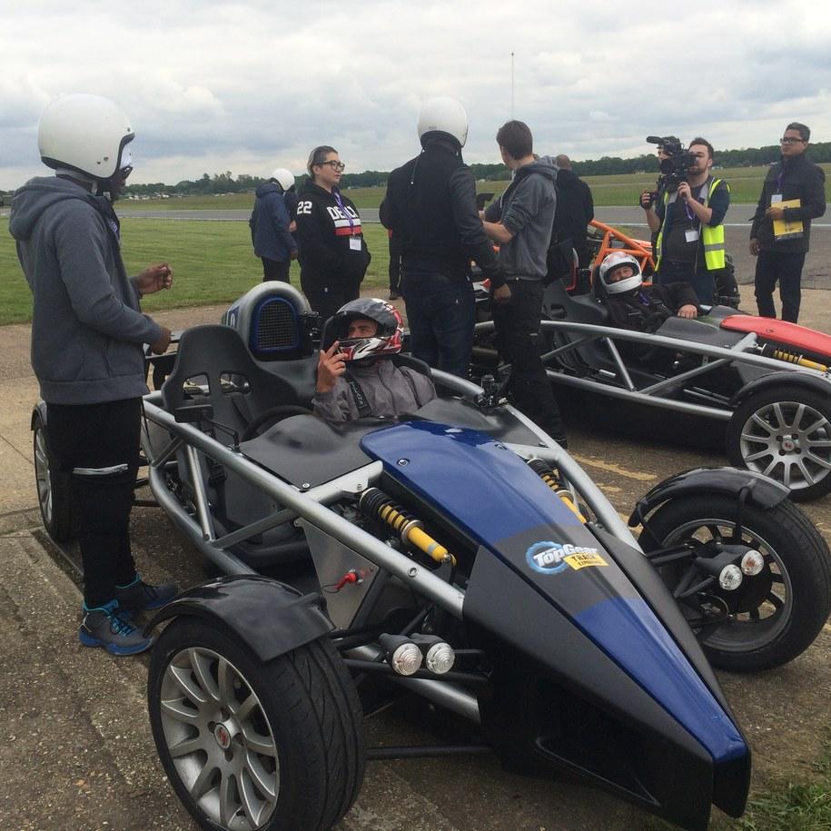 """Tor testowy programu """"Top Gear"""" na lotnisku w Dunsfold pod Londynem. /Michał Dobrołowicz /RMF FM"""