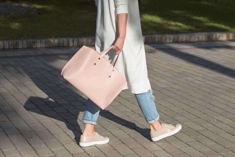Torebki dla mamy – jak pogodzić modę i funkcjonalność? /materiały prasowe