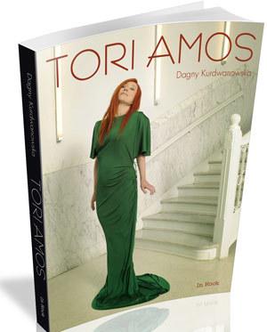 Tori Amos na okładce książkowej biografii /
