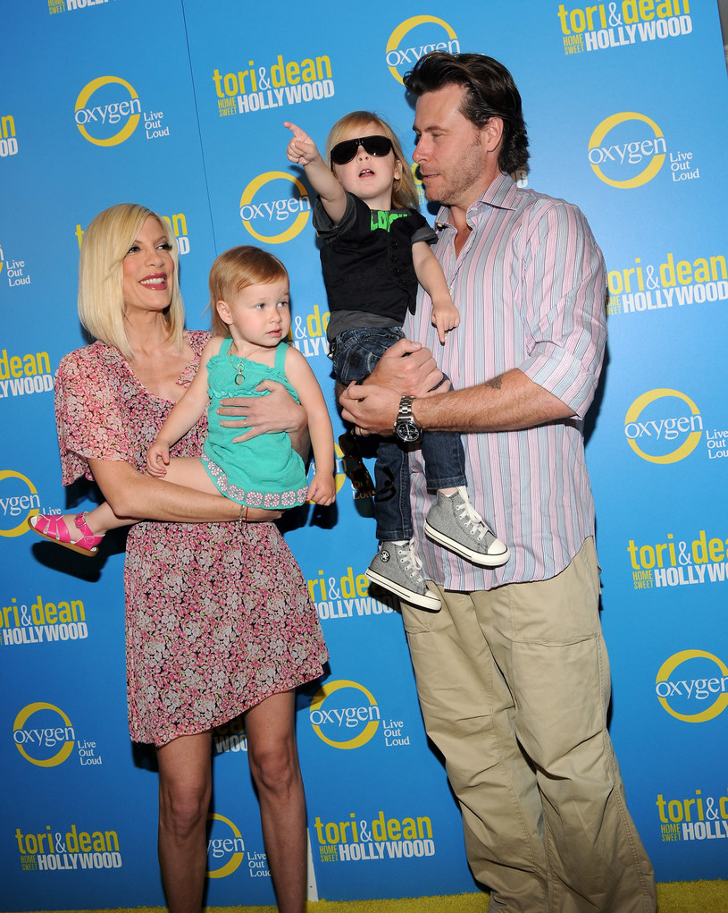 Tori Spelling i Dean McDermott z dziećmi /Michael Buckner  /Getty Images